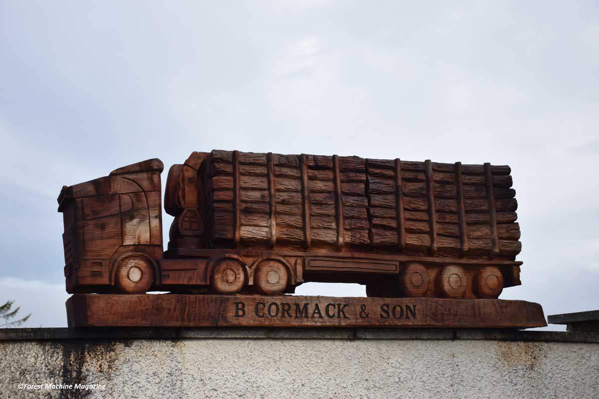 Brian-Cormacks-Large-Chainsaw-Wood-Carving