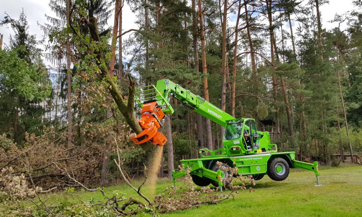 WOODCRACKER ® CS580 smart to attached it to a telescopic handler