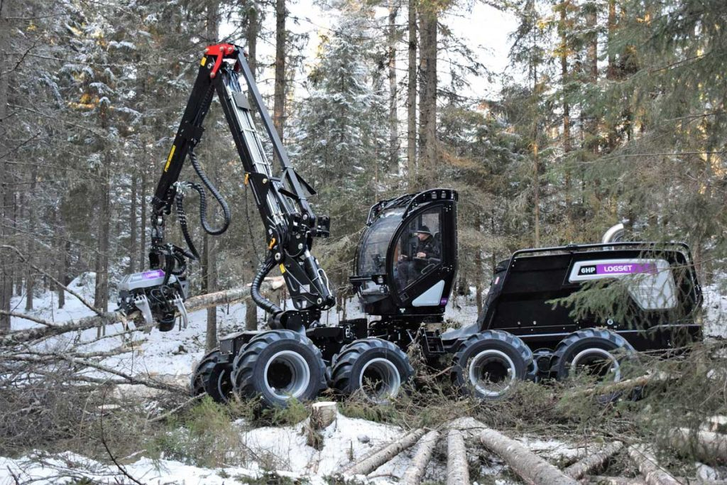 Logset 6HP harvester on working demo in Finland