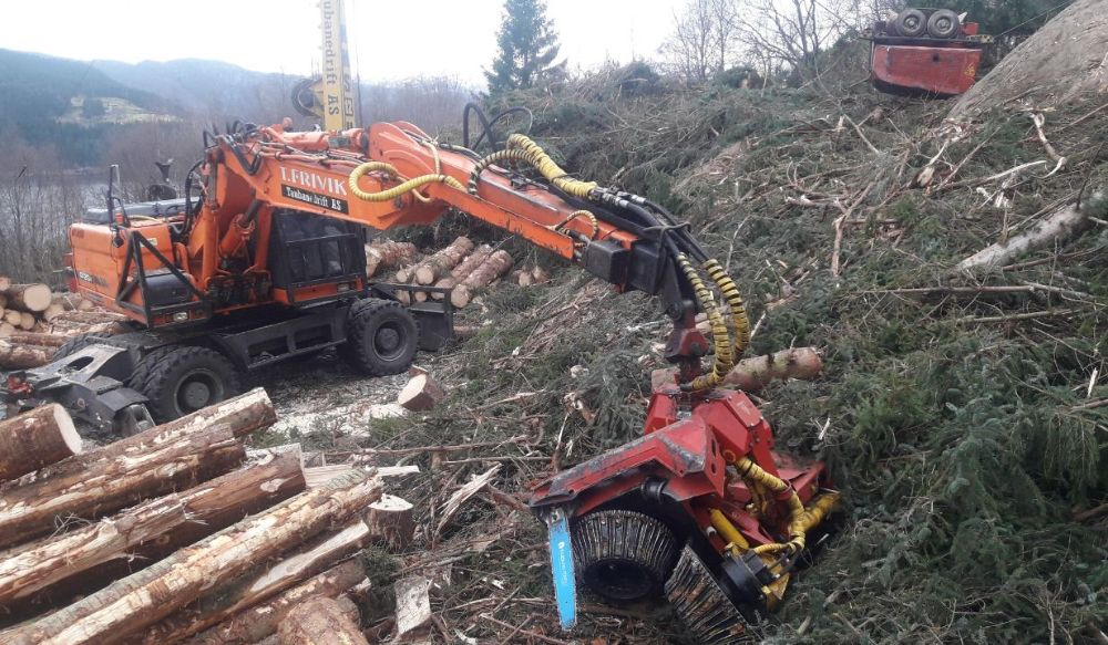 latest forestry equipment for sale - Doosan DX210 with Konrad Telestiel and Woody 60
