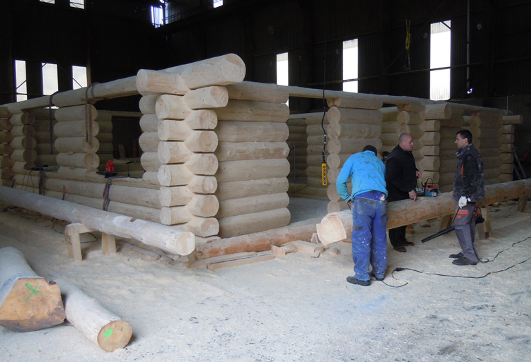 Hanis Log Homes building a log house with the Wood-Mizer LT15