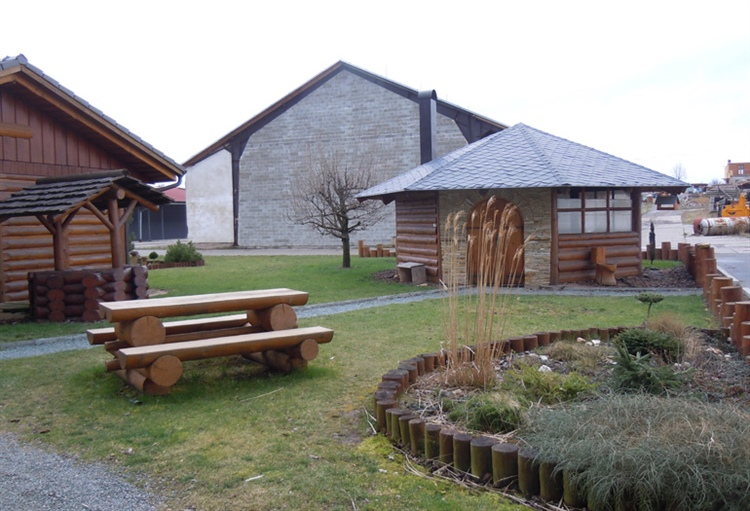 Hanis Log Homes building a log house with the Wood-Mizer LT 15