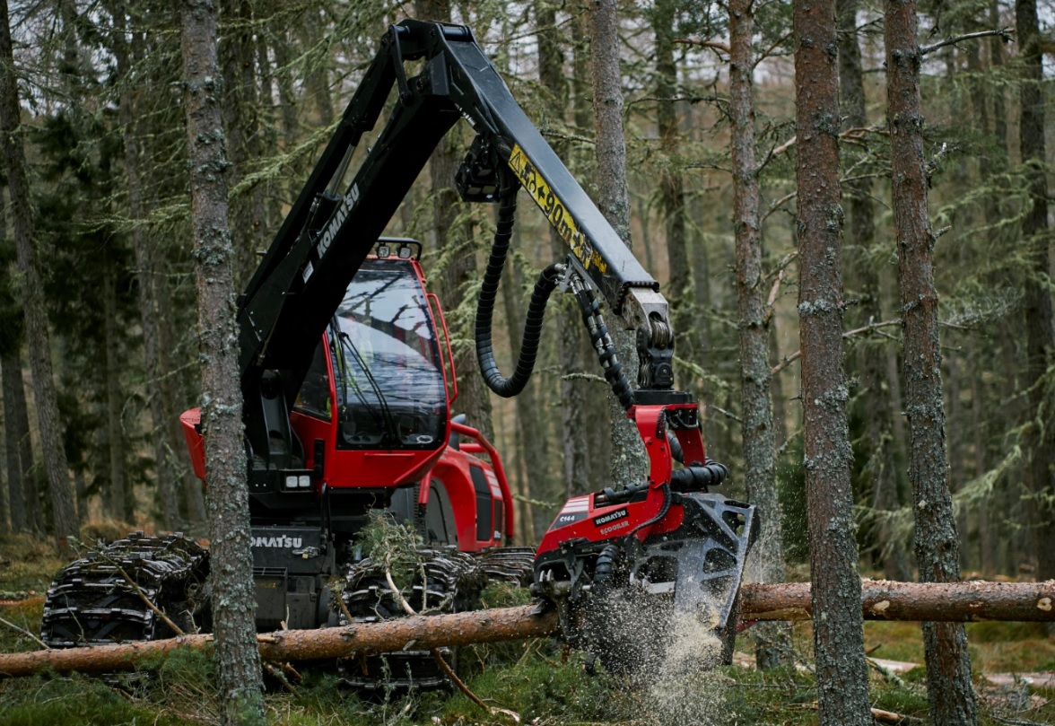 forestry contractors harvesting a site with a Komatsu