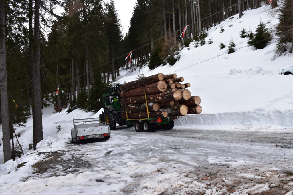 John Deere forwarding timber to the stacking area.